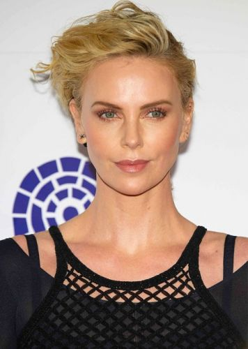 Charlize Theron Just Debuted a Major Hair Change at the 2019 Oscars