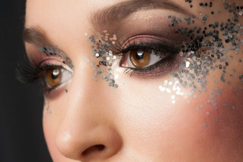 Time to sparkle: Glittery makeup looks to follow for the year-end parties