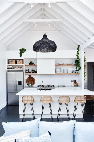 AN AUSTRALIAN GUEST HOUSE IN A COASTAL FARMHOUSE