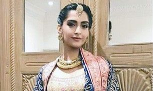 Sonam Kapoor looks like the Indian princess of your dreams