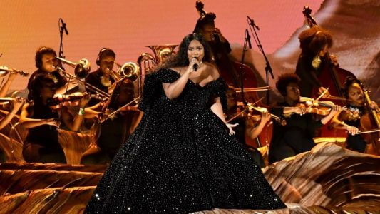 Lizzo's Knockout Grammy Performance Included a Tribute to Kobe Bryant & It Was So Important