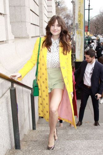 Shailene Woodley Dressed Like a Spring Queen at the Caroline Herrera NYFW Show