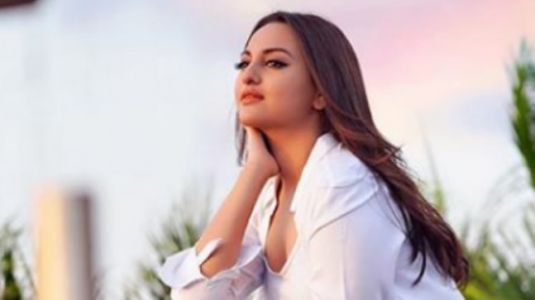 Sonakshi Sinha dreaming about food during pilates workout is every girl ever