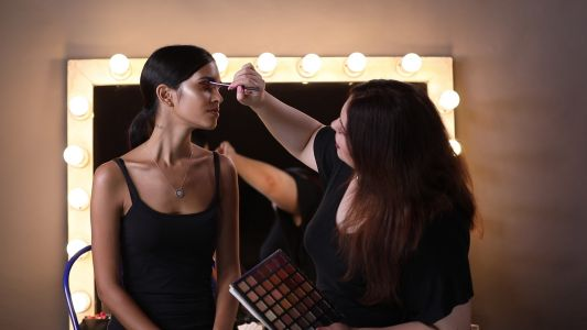 Beauty Lab Video: How to transform subtle day makeup to a glamorous evening look