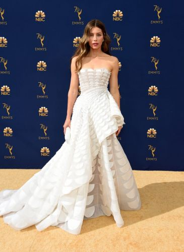 Amazing Looks From The 2018 Emmys Red Carpet