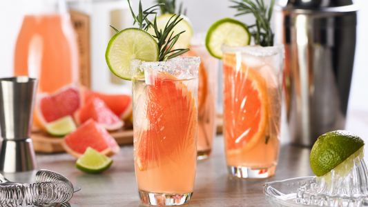 A No-Fail Guide To This Summer's Easiest Cocktail