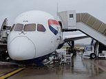 British Airways Dreamliner 787 nose COLLAPSES on the tarmac at Heathrow Airport